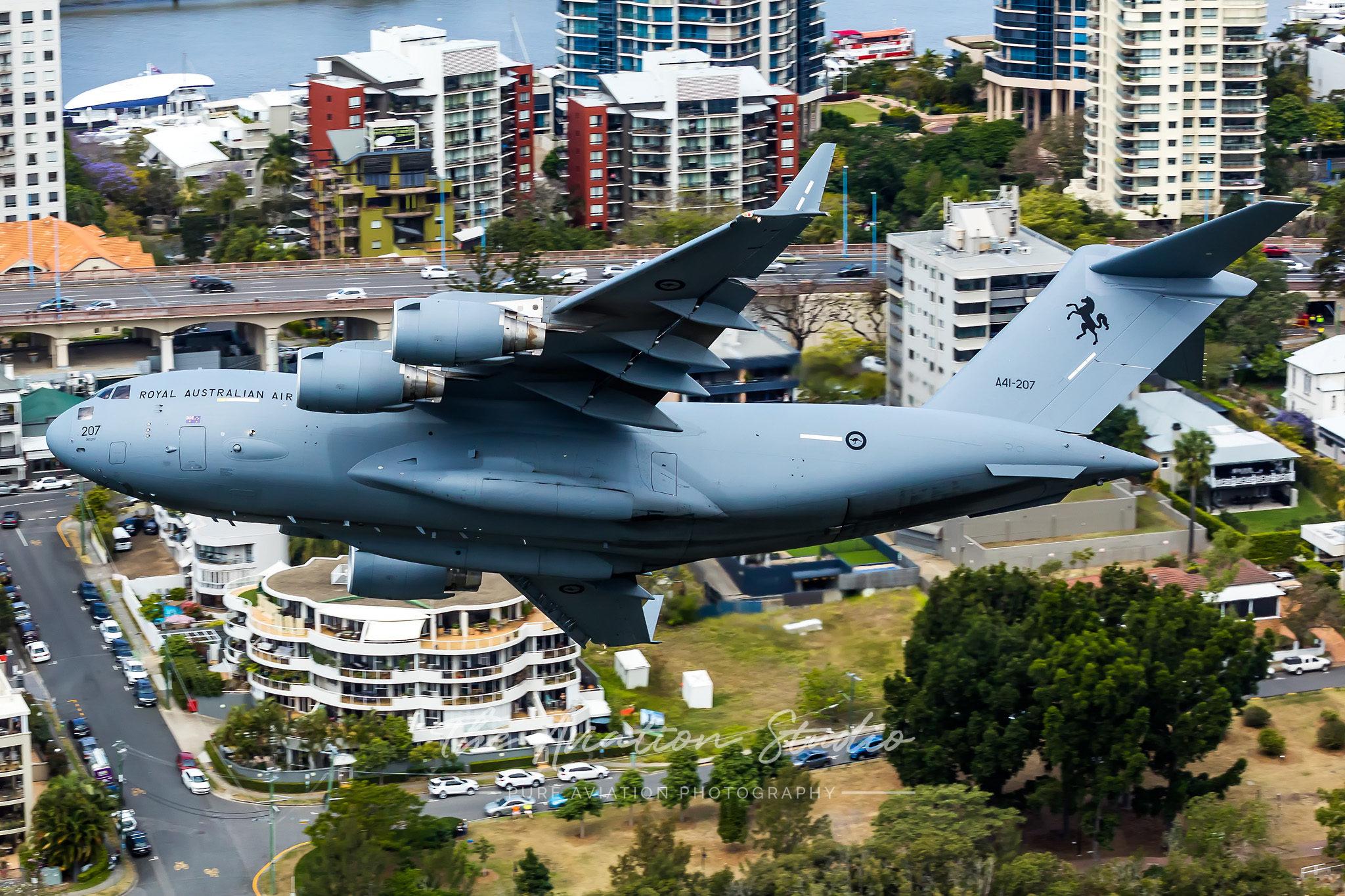 Riverfire RAAF Boeing C-17A Globemaster III A41-207 banking towards the Story Bridge