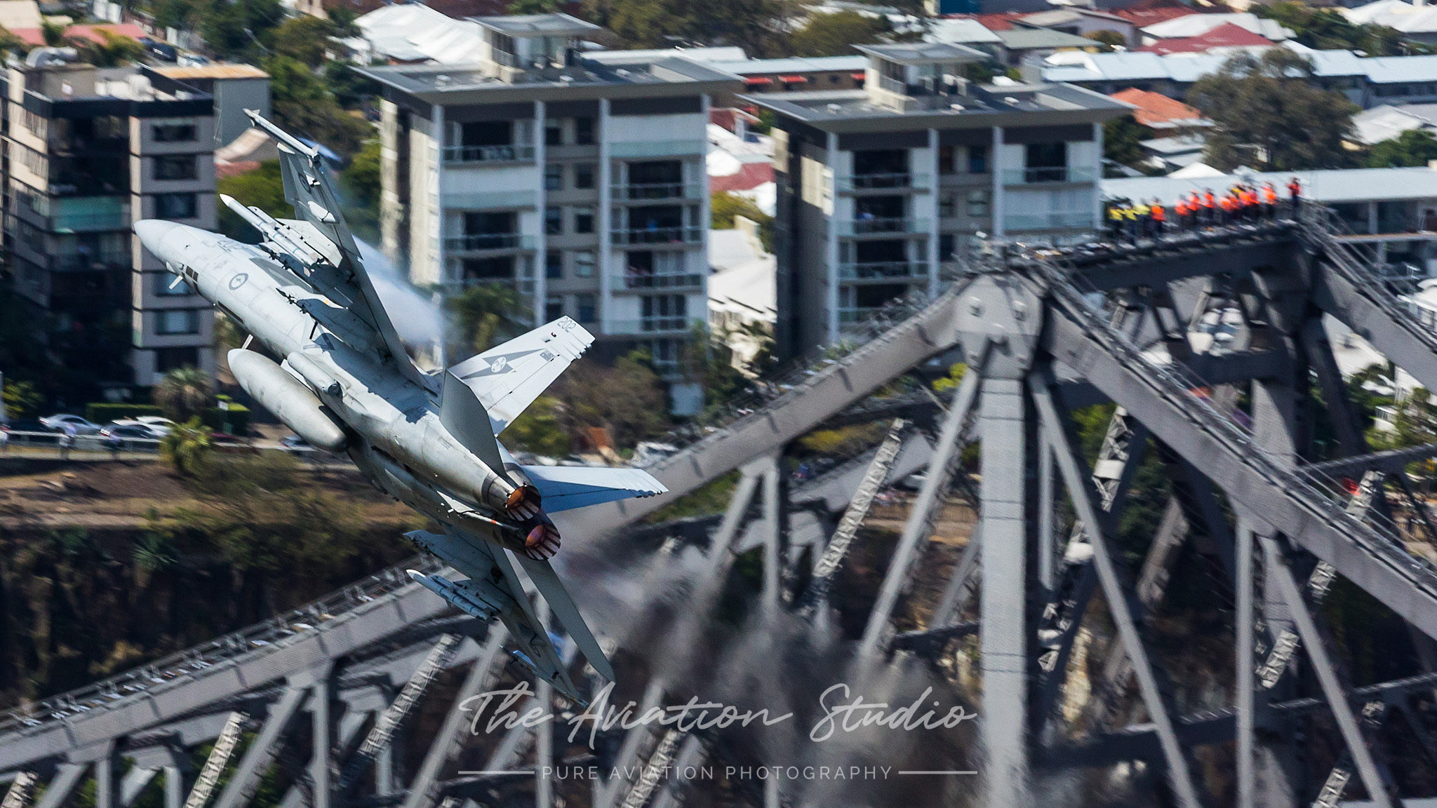 Riverfire RAAF Boeing F/A-18F Super Hornet A44-202 ripping it over the Story Bridge as workers watch on