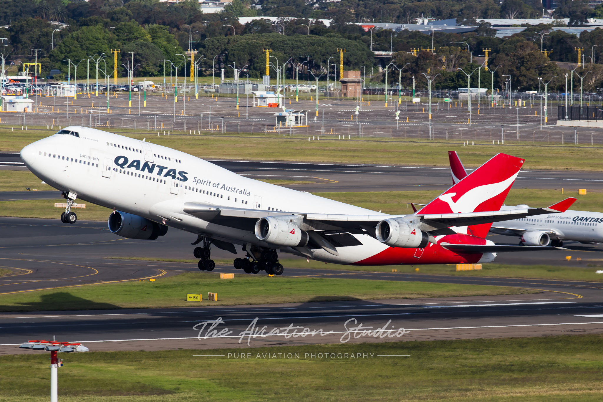 Qantas 747-400 VH-OJU departs Australia for the last time (Image: Rory Delaney)