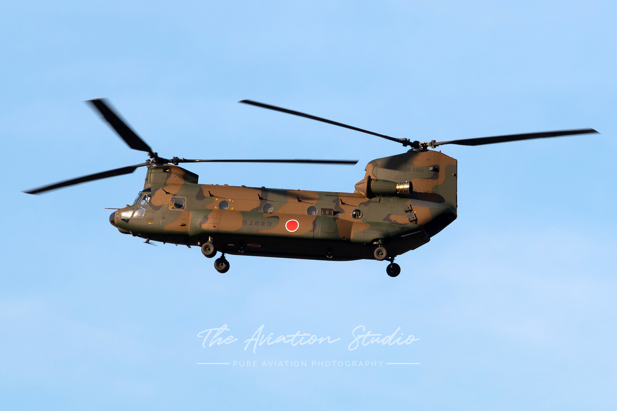 JGSDF Kawasaki CH-47J Chinook JG-2965 arrives at Gifu (Image: Brock Little)