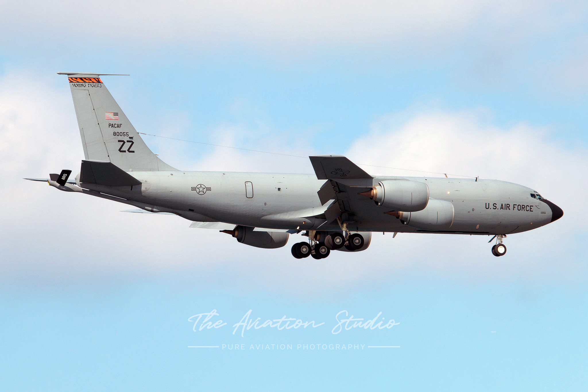 Boeing KC-135T Stratotanker 58-0055 arriving on RWY05L (Image: Brock Little)