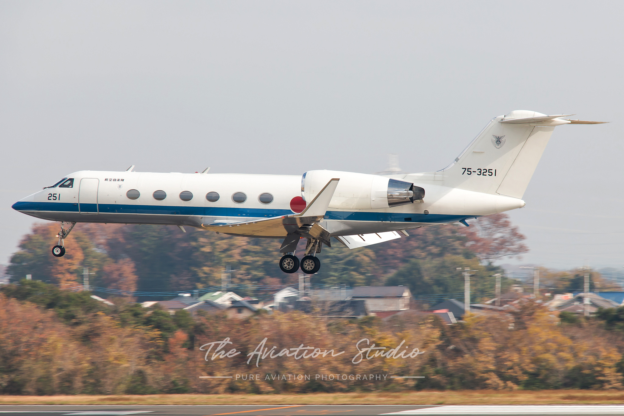 Gulfstream U-4 75-3251 arrives at Iruma (Image: Brock Little)
