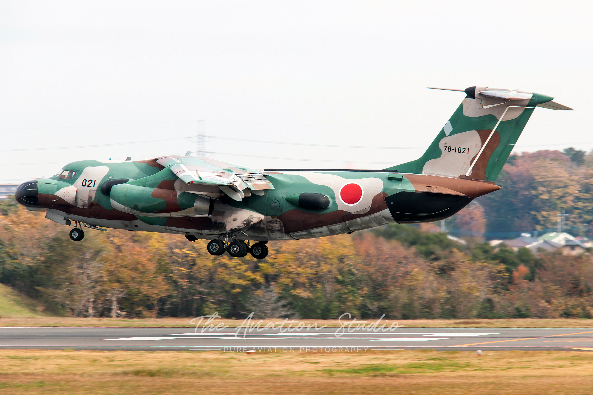 Kawasaki EC-1 78-1021 about to land at Iruma (Image: Brock Little)