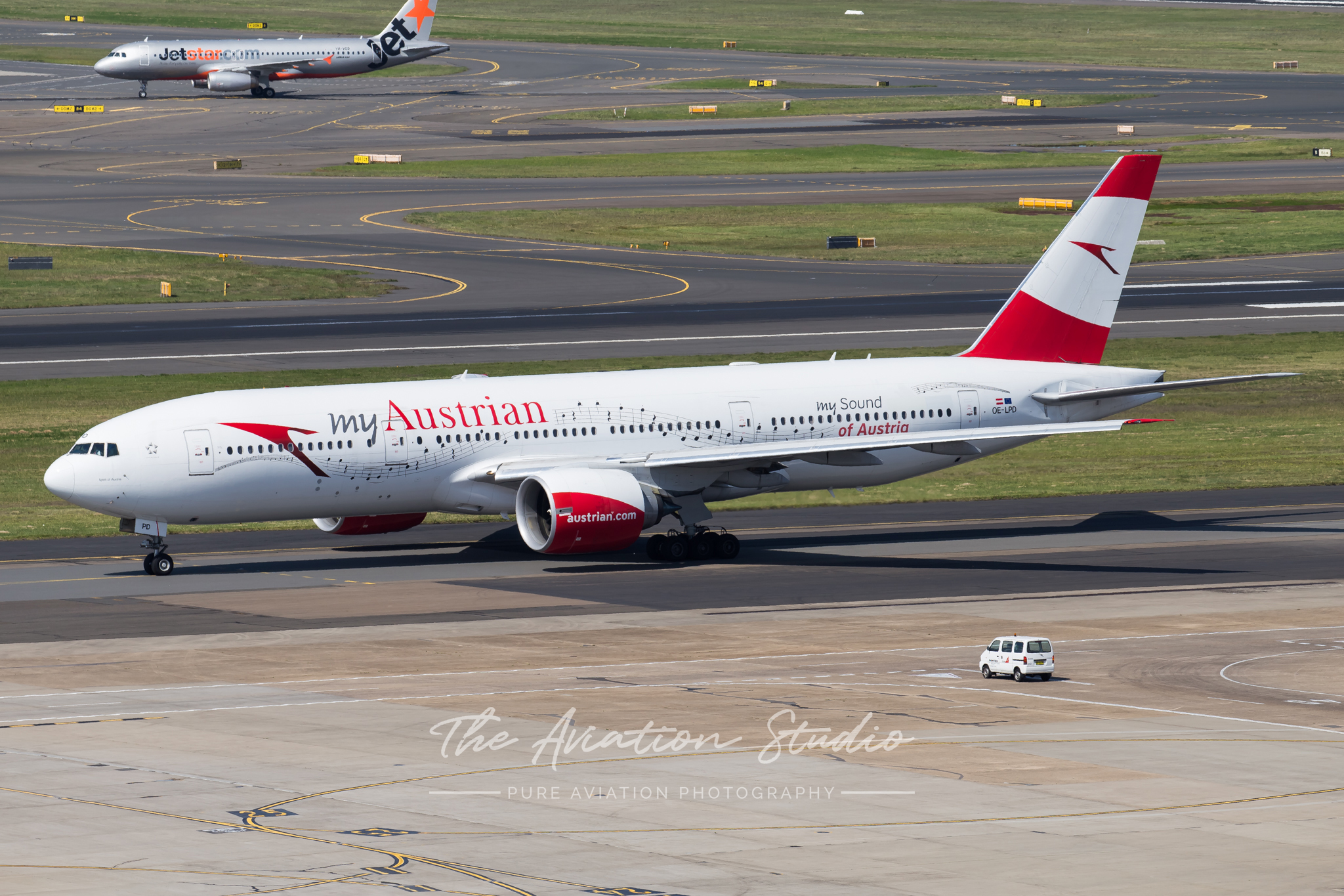 Austrian Airlines Boeing 777-200ER OE-LPD taxiing at Sydney (Image: Rory Delaney)