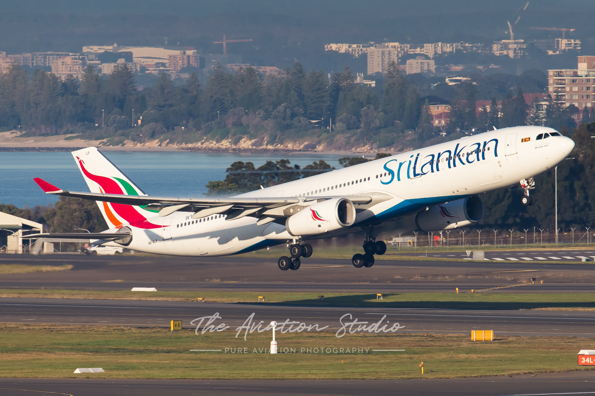 Sri Lankan Airlines Airbus A330-300 4R-ALP departs Sydney (Image: Rory Delaney)
