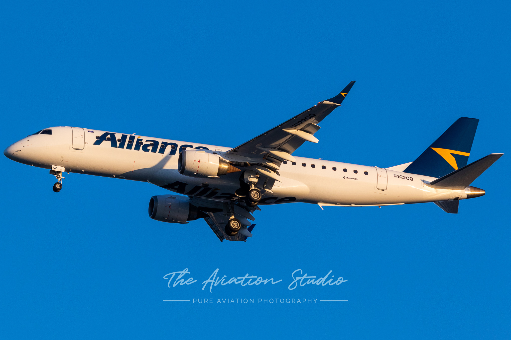 Alliance ERJ-190 N922QQ arriving into Brisbane Airport for the first time